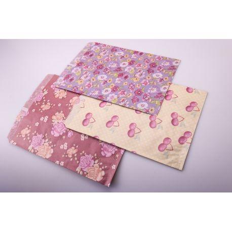 Пакет из бумаги без ручек 24 см × 32 см. в цветах и ягодах