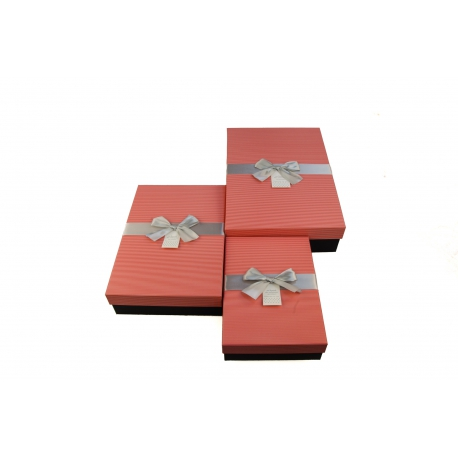 A set of cardboard boxes for gifts with 3 pcs 105-27